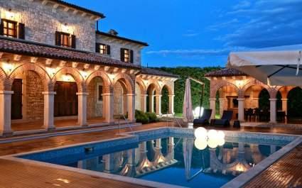 Stunning Villa Carolus with heated Pool near Visnjan