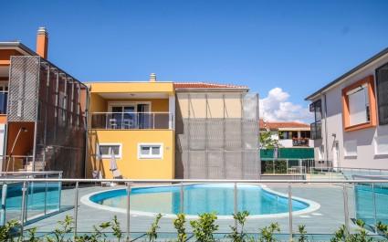 Ferienwohnung Residence Elody III mit 1 Schlafzimmer, Balkon und Pool