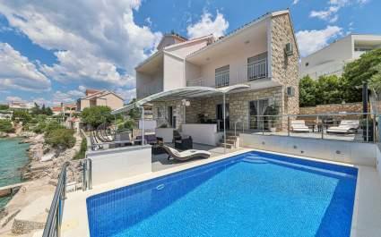 Villa Antonia with Heated Pool in Rogoznica