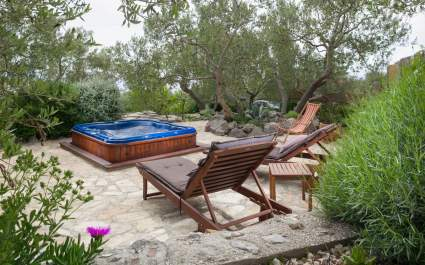Holiday house Davor with jacuzzi in Makarska