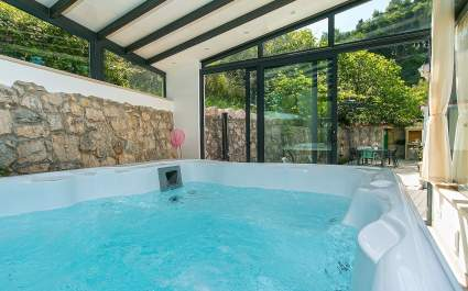 Holiday house Mario with whirpool in Podgora