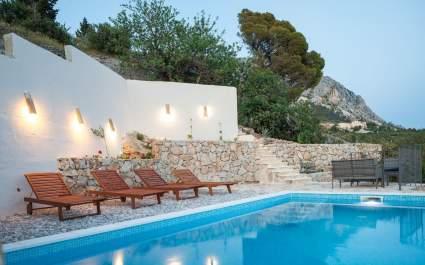 Villa Ena mit beheiztem Pool in Podgora