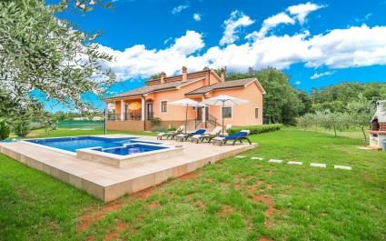 Unica Villa Antonela con ampio giardino e piscina
