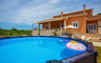 Lovely Holiday House Tana with Two-Bedrooms