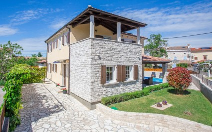 Villa Ena San Lorenzo with Fenced Yard in Sv. Lovrec
