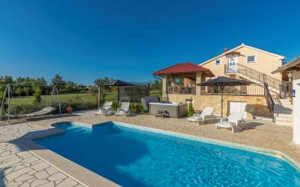 Villa Ivda mit beheiztem Pool in Porec