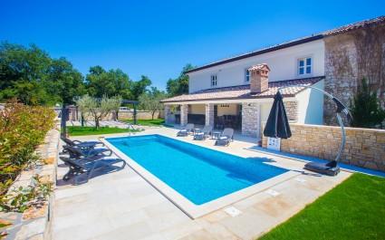 Luxury Villa Lori con PIscina Privata vicino a Parenzo