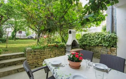 Novi apartman Majić s terasom i vrtom