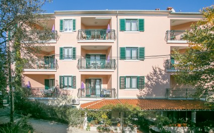 One-Bedroom Apartment Mareonda 203 with Balcony