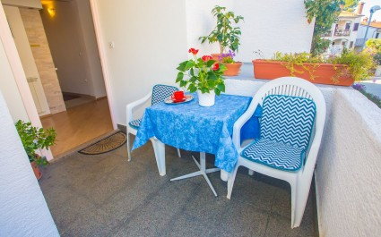 One-Bedroom Apartment  Fiorela I for a couple with Terrace near the City Center