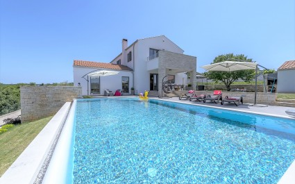 Modern and Fully Equipped Villa Meli with Infinity Pool