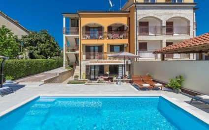 Apartment Hajpek I with Shared Pool in Porec