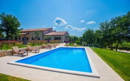 Apartments Jakici I with Pool View , on horse ranch