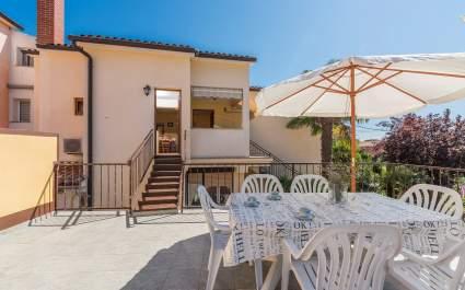 Three-Bedroom Apartment Banko in Spadici