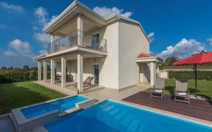 Villa Anita Moderna con Piscina Vicino a Porec