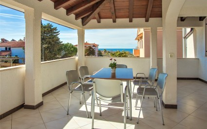 Apartment Punta V with Balcony and Sea View