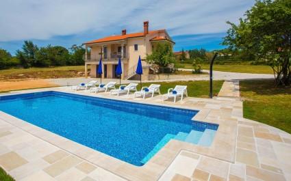Ferienhaus Rossana mit eigenem Pool und Garten