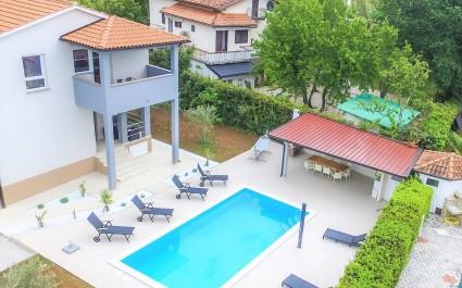 Jednosobni apartman Leko V sa zajedničkim bazenom i vrtom