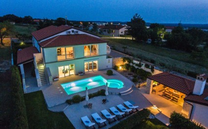 Luxury Villa Lavanda with Pool, Sauna and Entertainment Room