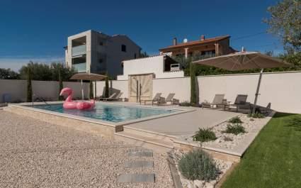 Villa Rosa mit Pool, in der Nähe des Strandes von Kanegra