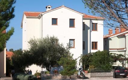 Apartment Beakovic lll with Balcony and Garden near to the Beach