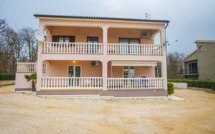 Two-Bedroom Apartment Koraca with Balcony near Sveti Lovreč