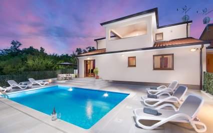 Moderno namještena Villa Ninna s privatnim bazenom