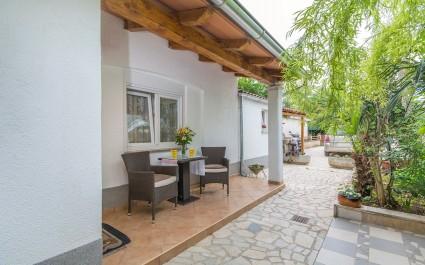 Moderno uređeni apartman Stefania u blizini prekrasne plaže i centra grada