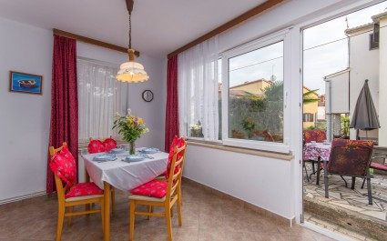 Simply furnished Studio Apartment Veronika near the beautiful Beach and City center