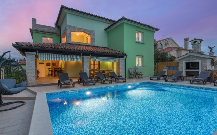 Beautiful six-Bedroom Villa Melani