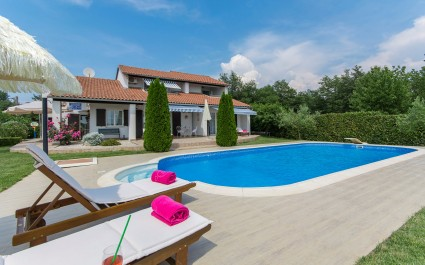 Luxury Romantic Villa Rosa with Pool and carefully tended Garden