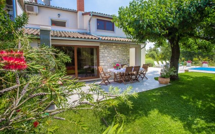 Villa Marina Vosteni with Beautifully Decorated Garden and Pool