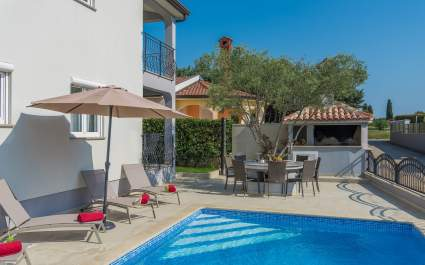 Holiday House Silver -Apartment Ivona II with Pool View and Terrace