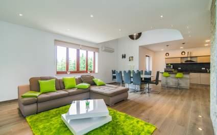 Three-Bedroom Apartment Milohanic Luxury IV with Balcony