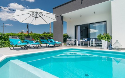 Gorgeous 4* Two Bedroom Villa Oleandra