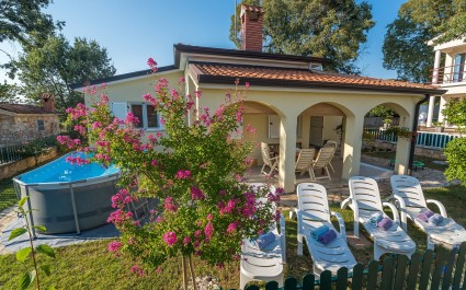 Comfortable Holiday House Luck with Pool and Garden