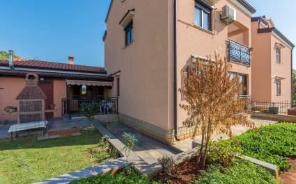 Appartamento Fatoric con terrazza e barbecue