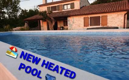 Villa Ana Rita s jacuzzijem i privatnim vrtom - NOVO grijani bazen 2020. godine.
