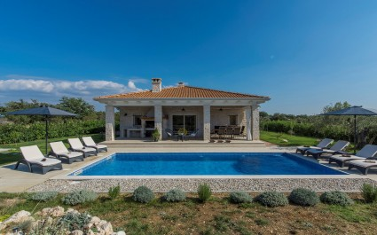 Beautiful Villa Marija Hrast with private Pool and Garden near Šibenik
