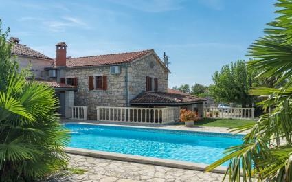 Ferienhaus Maria Nora mit 4 Schlafzimmern und Pool