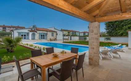 Villa Laura with Private Pool and Garden near Porec