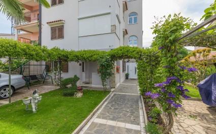 Apartment Slisko mit Terrasse und Garten